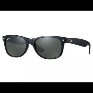 Ray-Ban 2132 New Wayfarer 55mm Black Frame G-15